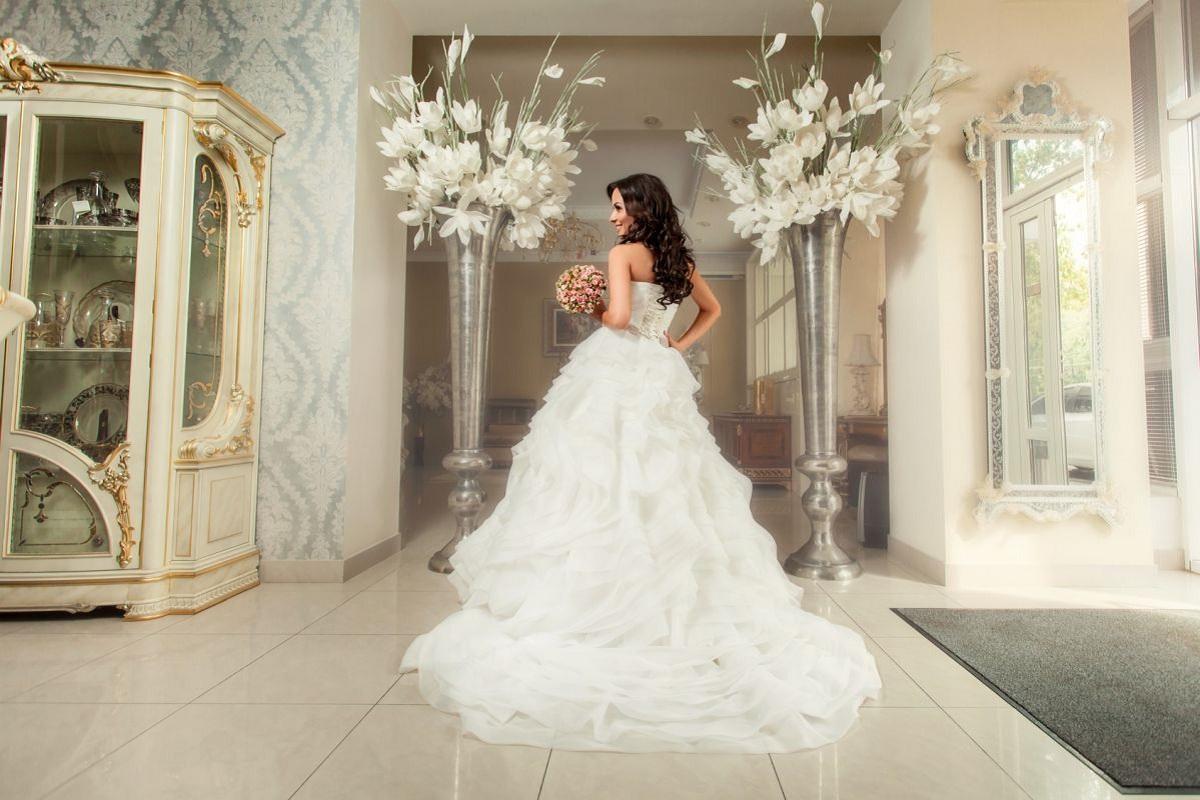 nowocześnie urządzony salon sukien ślubnych w Warszawie
